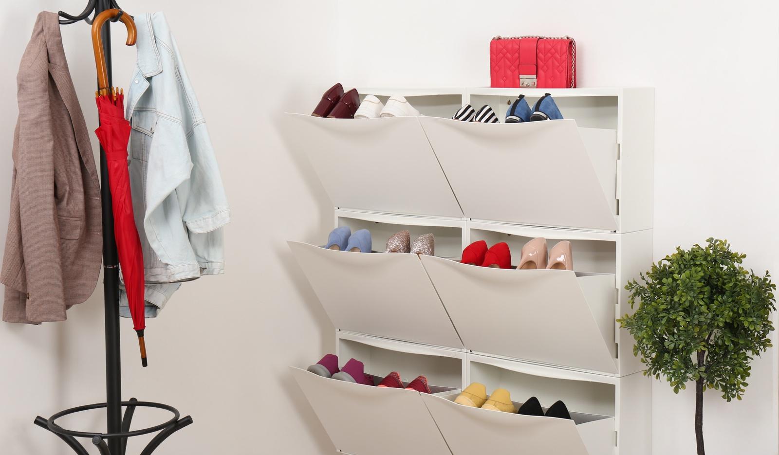 Organizar zapatos en el recibidor